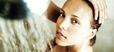 dầu gội trị rụng tóc AmeGreen khuyên bạn không nên dùng nước quá nóng khi gội đầu